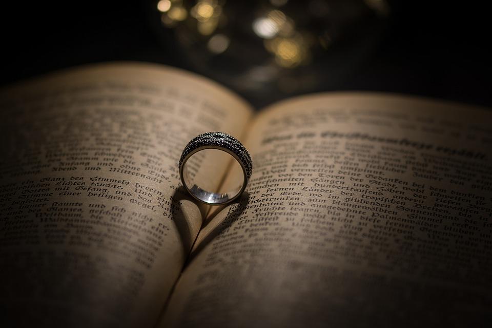Der Verlobungsring. Der Trend zum Diamantring seit 1930er Jahre