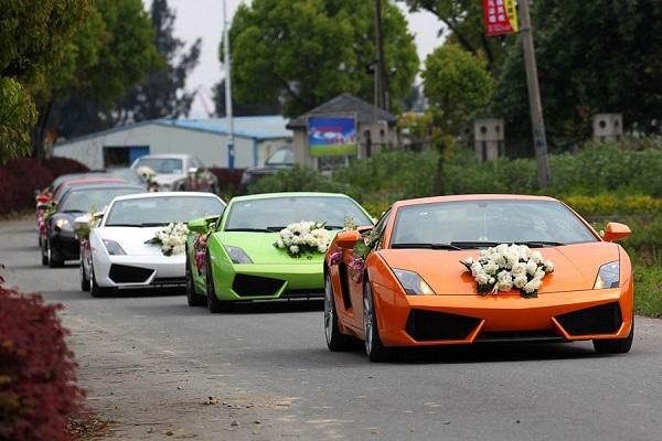 Sportwagen als Hochzeitsgefährt